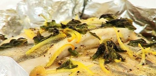 Pike in foil with vegetables