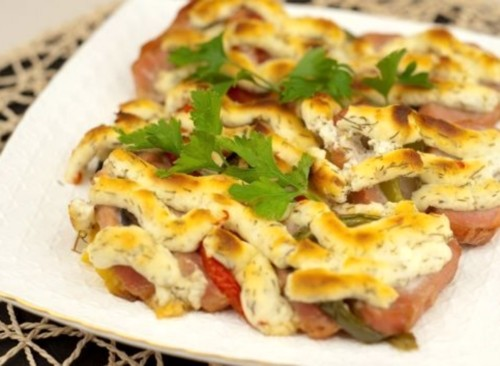 Pork with vegetables in a cheese crust