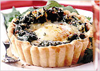 Tarts with egg and spinach