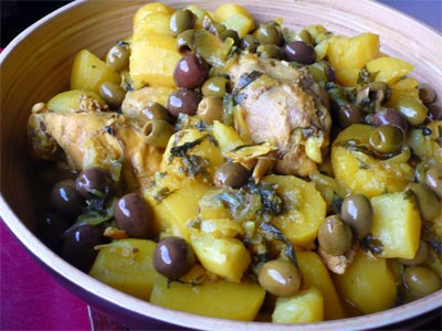 Tagine with chicken, olives and lemons