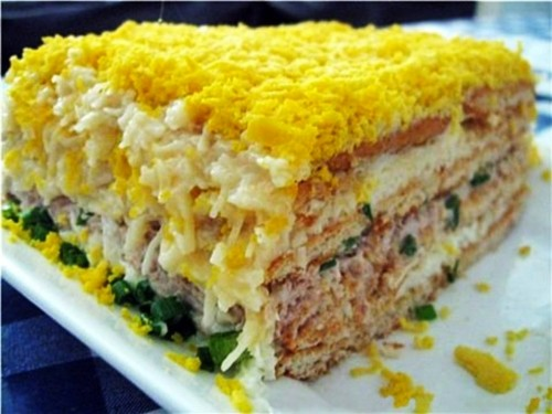 Cake salad with crackers fish
