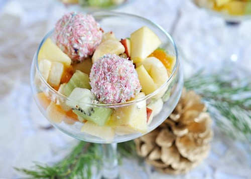 Cottage cheese plus fruit - the best salads