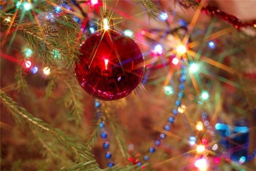 Decorate a Christmas tree: some fresh ideas