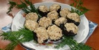 Appetizer Christmas with prunes and cheese